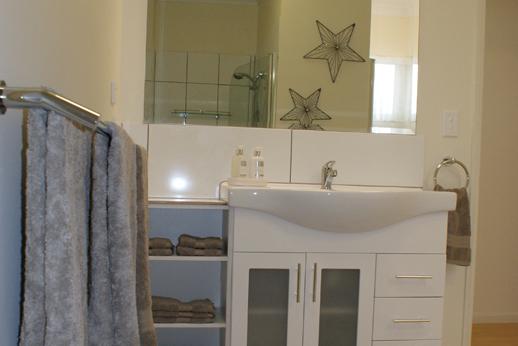 Bathroom Cottage 1
